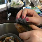 wash and scrub mussels